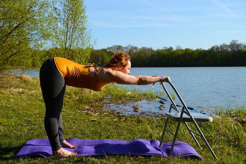 Le yoga avec une chaise? Yoga thérapie nous voici!