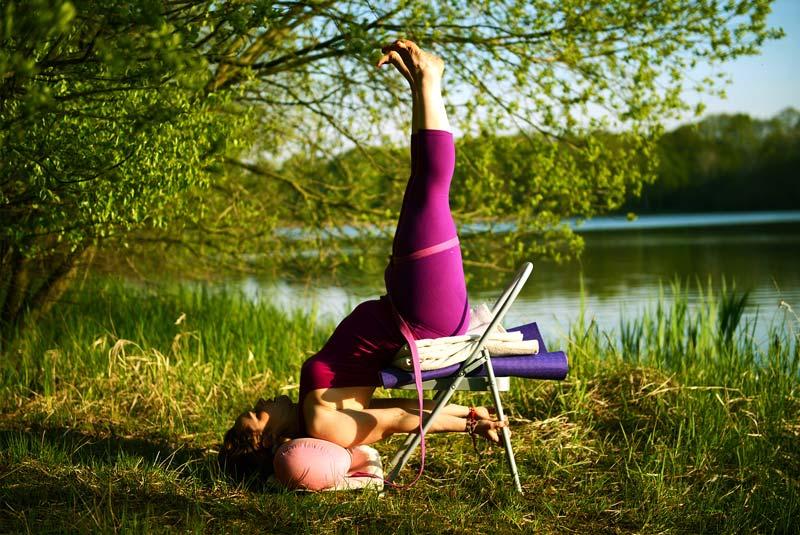 postures yoga chaise - chaise de yoga