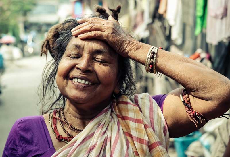 sourire-interieur-secret-bonheur-femme-indienne