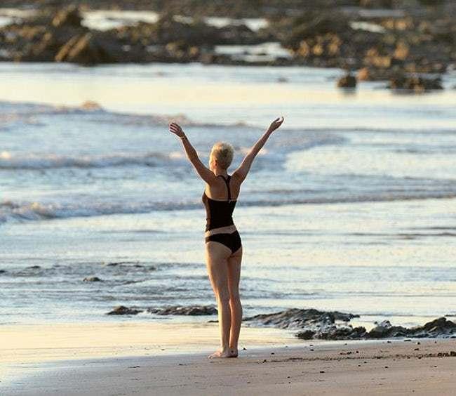 yoga-stars-Miley Cyrus