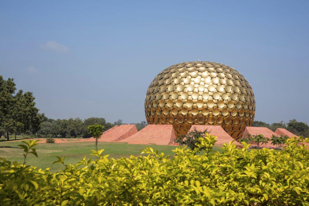 Matrimandir, au milieu d'Auroville, près de Pondichéry