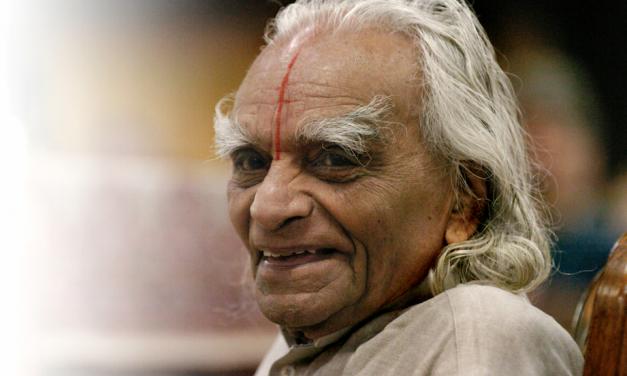 BKS Iyengar, maître de l'alignement et de la précision