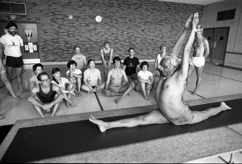 BKS Iyengar, démonstration de yoga