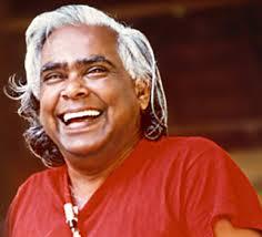 Vishnudevananda, riant