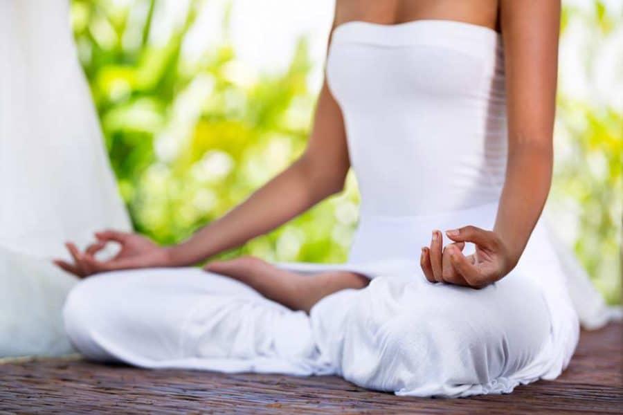 Bhastrika-pranayama-yoga-respiration-yoguique-Padmasana -lotus-jnana mudra