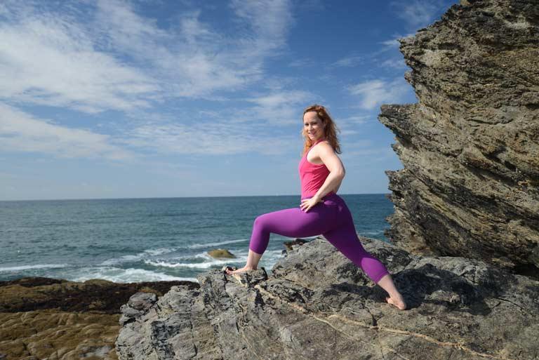 virabhadrasana-1-posture-du-guerrier-posture-yoga-b
