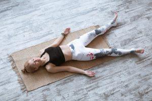 Savasana - posture - cadavre yoga et corona virus - covid 19