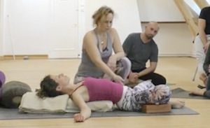Supta badhakonasana - Formation Green Yoga ®